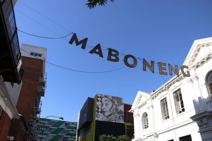 Maboneng er et Sotho ord som betyr 'Place of Light' på engelsk. Sotho er et av de 12 offisielle språkene i Sør-Afrika.