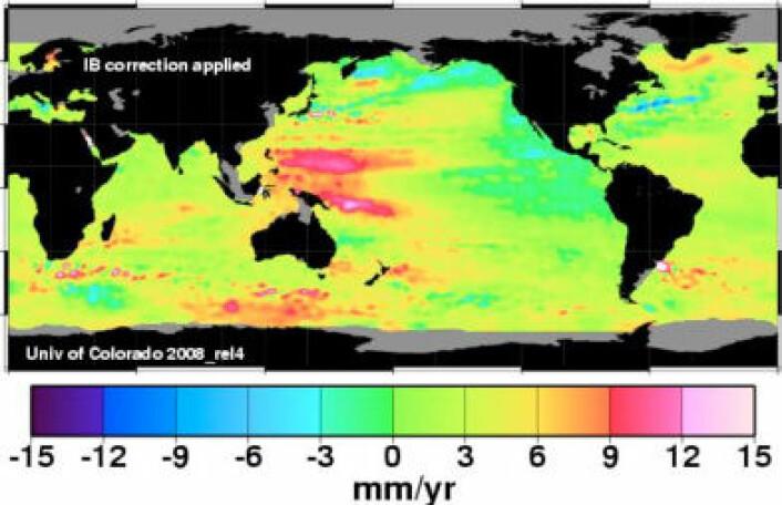 Den globale havnivåstigningen er svært ujevnt fordelt. Gult og rødt viser sterk stigning, mens vannstanden har sunket siden 1992/93 der hvor fargen er mørkegrønn og blå. (Figur: University of Colorado)