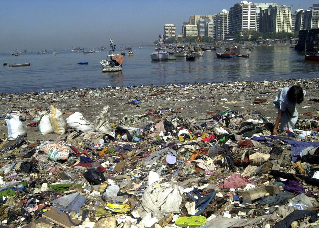 Bildet er tatt i vannkanten utenfor Indias hovedstad Mumbai.