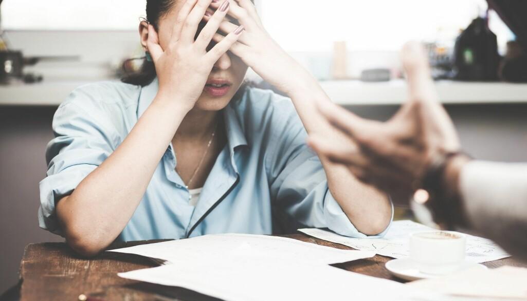 Vold og trusler er en viktig faktor til at ansatte i helse- og sosialsektoren er blant de gruppene som har det høyeste sykefraværet.