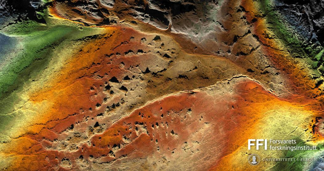 Sonarbildet fra landskap i Den midtatlantiske ryggen er skarpt som et høyoppløst fotografi. Det er basert på over 50 000 signaler fra en sonar på den selvkjørende farkosten Hugin.