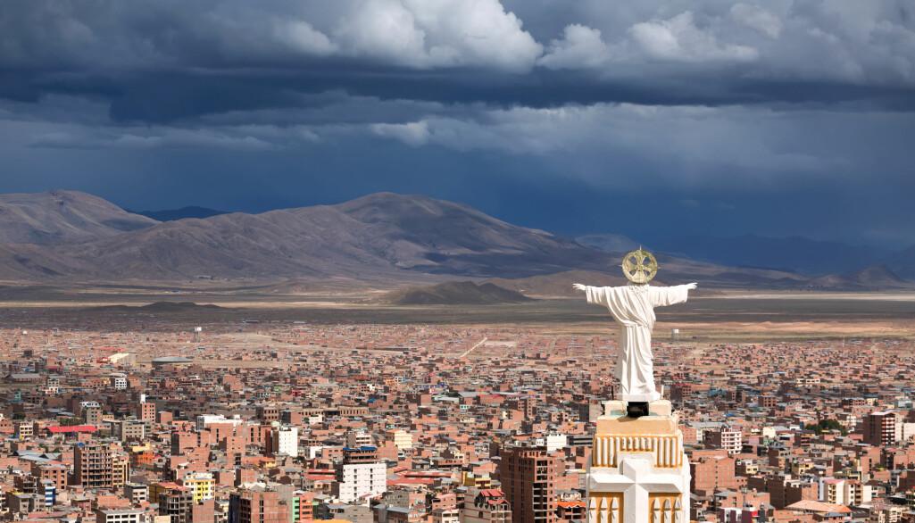 Religion speler ei nøkkelrolle i kvardagen til folk i Bolivia. Her utsikt over byen Oruro.