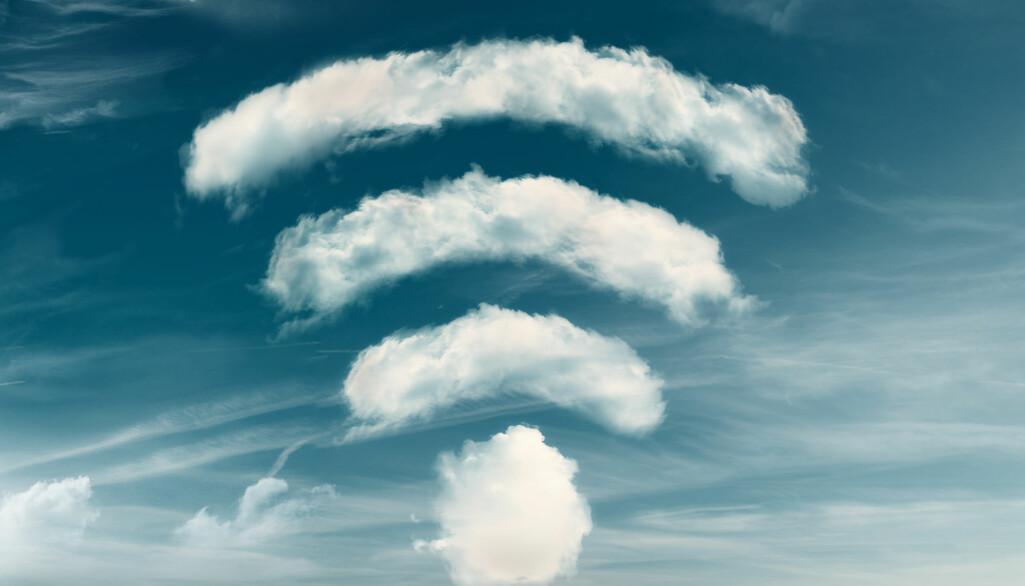 Et elektromagnetisk felt oppstår i alle situasjoner hvor det finnes elektrisk ladning, for eksempel fra mobil og trådløst utstyr.