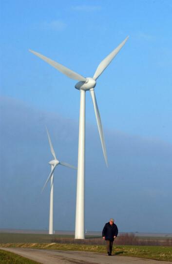 Vindmøller på 35 meter bråker en god del. Enda verre er det med møller som er opp mot fem ganger høyere. (Foto: Colourbox)