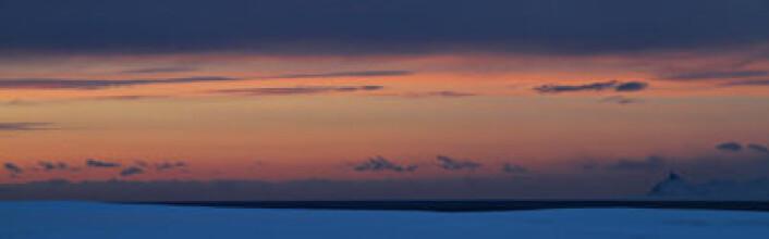 I dag er vi i stand til å heve oss fra jordskorpen og måle landhevingen i en absolutt forstand. Her fra Ny-Ålesund på Svalbard. Foto: Bjørn-Owe Holmberg