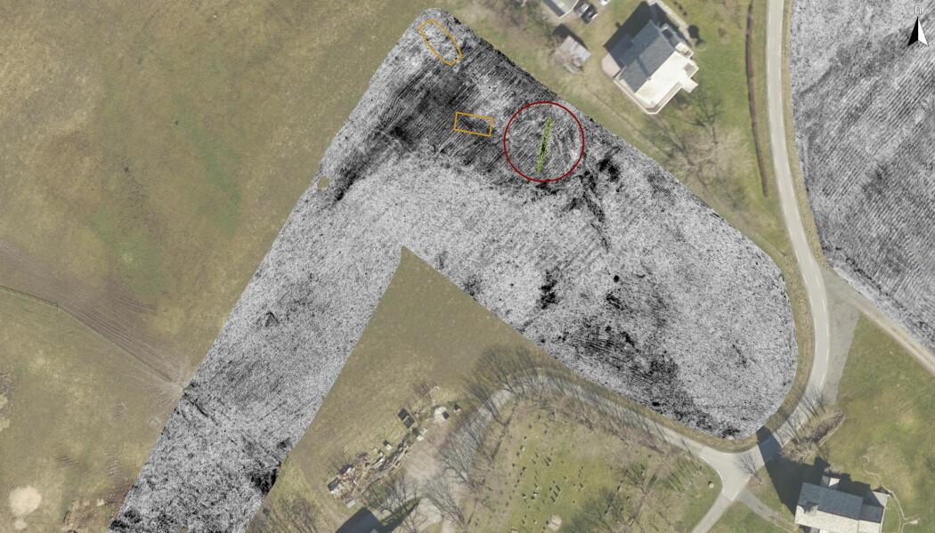 Arkeologer funnet spor av et spor av et skip som skal være over tusen år gammelt på Smøla på Nordmøre. Skipet er trolig fra vikingtiden eller kanskje eldre. Arkeologene brukte georadar for å finne skipet.