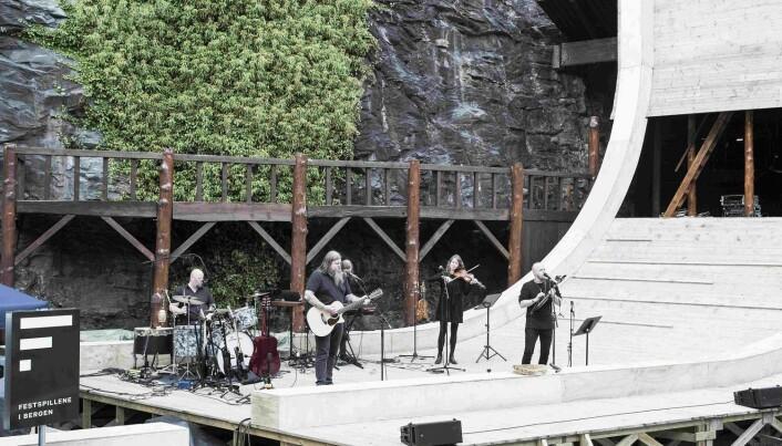 Koplinga av musikk og lokal historie trakk langvegsfarande kulturturistar til Moster.