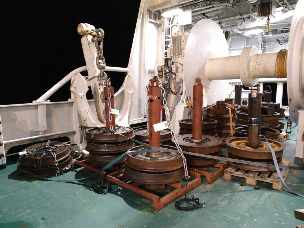 Havforskere bruker gamle tog-hjul for å forankre rigger fulle av vitenskapelige måleinstrumenter på havets bunn. (Foto: Angelika Renner)