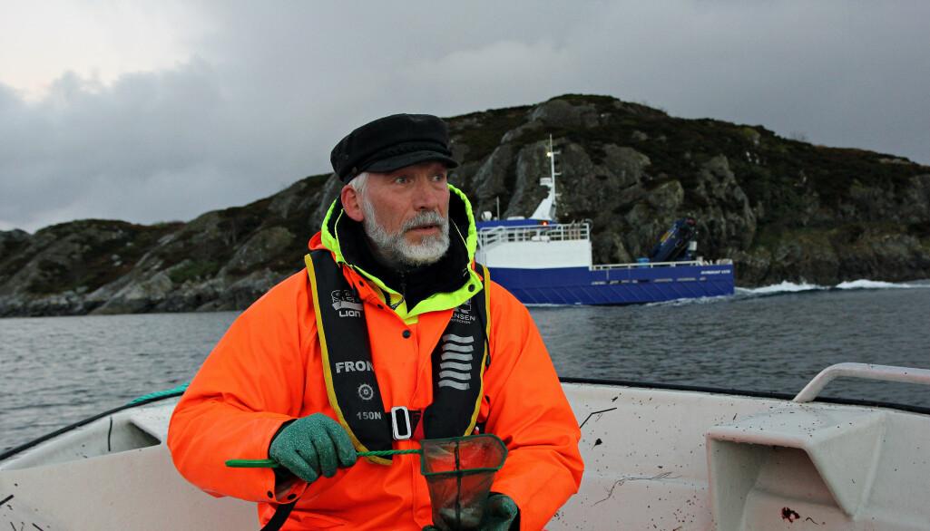 Havforsker Terje van der Meeren i båten på Nordmøre.