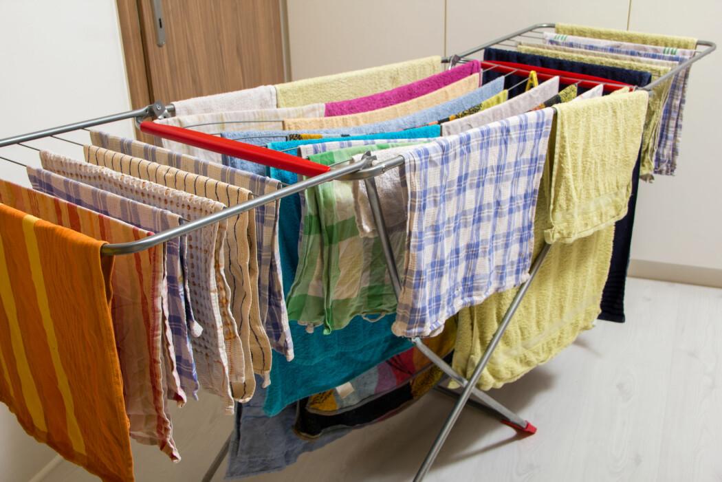 En klesvask har i snitt 2-3 liter vann i klærne når den henges opp.
