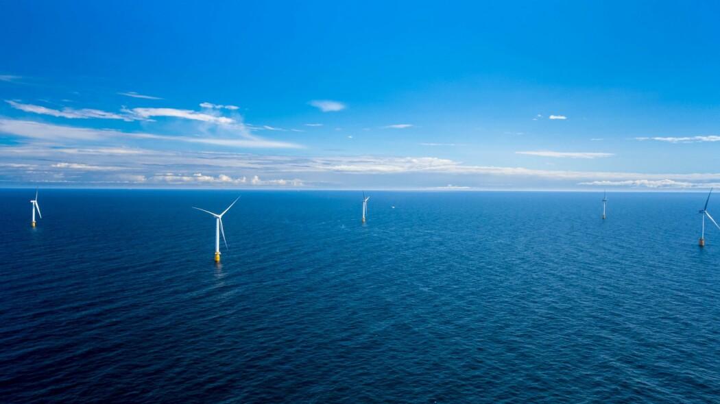 Bildet viser en del av verdens første flytende vindpark, Hywind Scotland