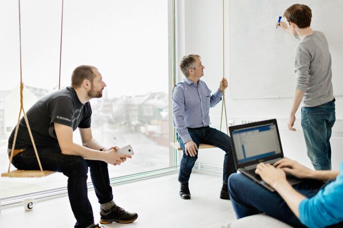 De beste teamene er ifølge forskerne de som hele tiden eksperimenterer med måter å jobbe på og som selv bestemmer hvordan målinger på teamet skal gjøres. Her er Espen Hjertø, Helge Olav Aarstein og Tom Kristian Olsen fra Kantega i arbeid.
