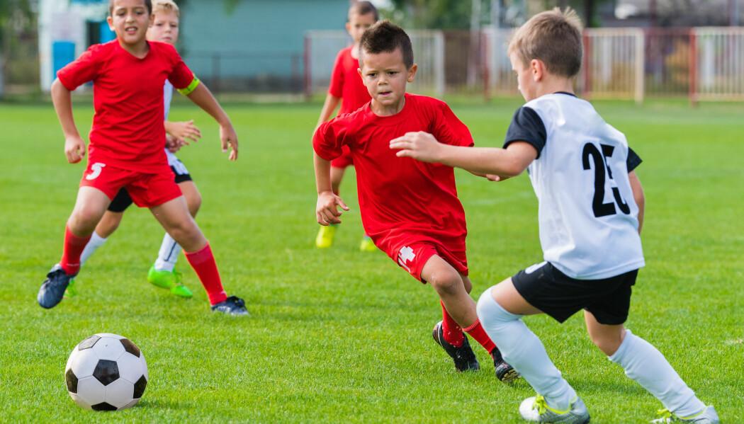 Forsker mener barn bør få muligheten til å ordne opp seg imellom. – Fotballbanen er et velegnet moralsk laboratorium, mener han.
