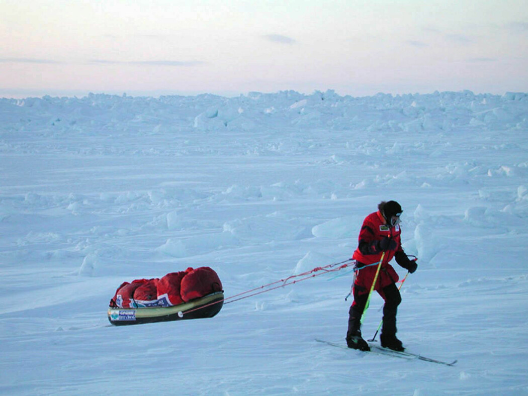 Børge Ousland og Mike Horn krysser Polhavet fra Alaska til Svalbard på ski, men tynn is skaper trøbbel for polfarerne. Bildet er fra da Ousland gikk fra Sibir via Nordpolen til Canada i 2001.
