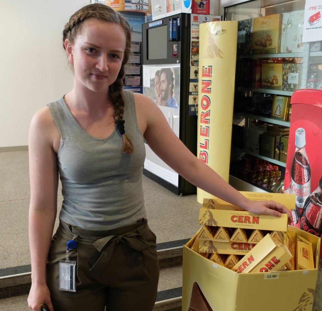 Emma Wistrøm er glad i Cerns egen utgave av den klassiske Toblerone-sjokoladen.