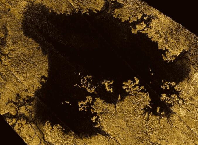 Dette radarbildet viser innsjøen Ligeia Mare i falske farger.