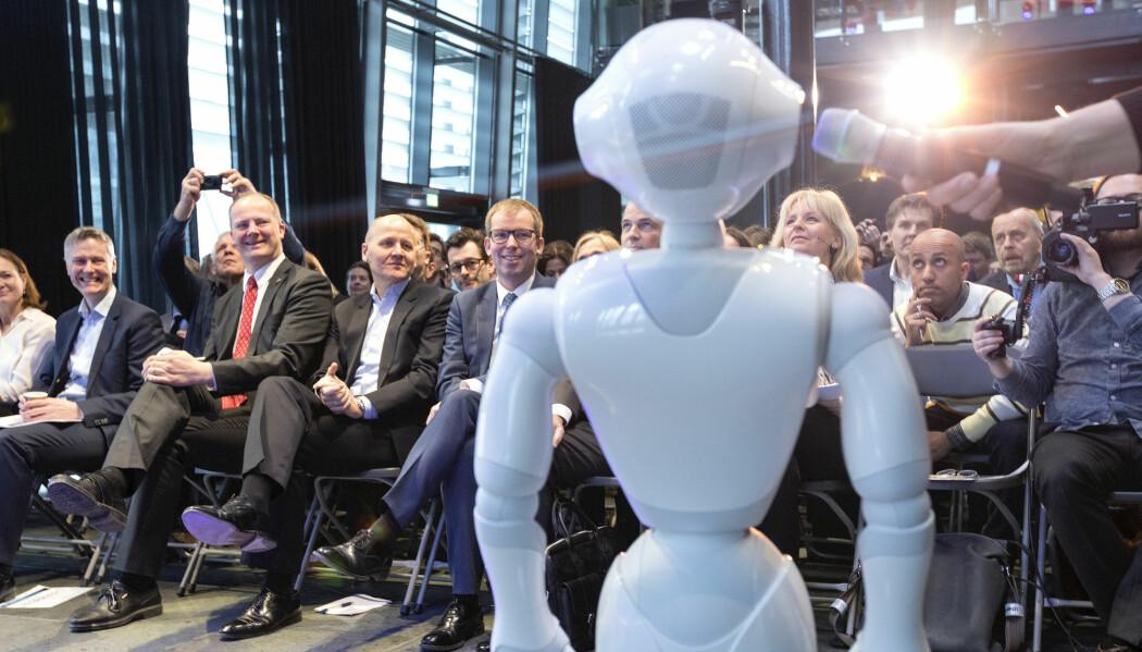 Kunstig intelligens er på full fart inn i norske firmaer og offentlige virksomheter. Bildet er fra en konferanse om kunstig intelligens arrangert av Telenor og Abelia.