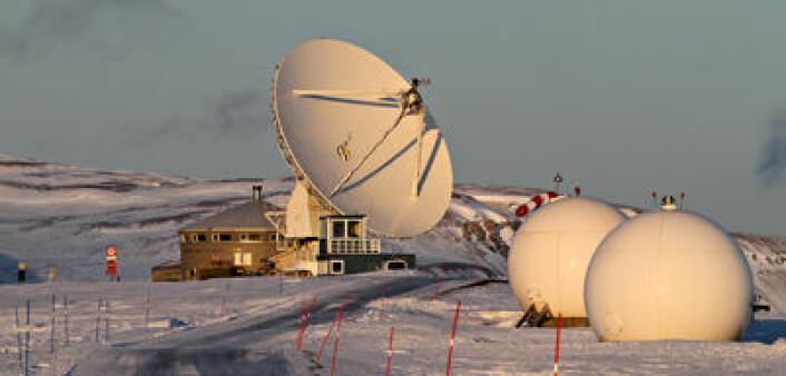 Statens kartverks geodetiske observatorium, Ny-Ålesund. (Foto: Bjørn-Owe Holmberg)