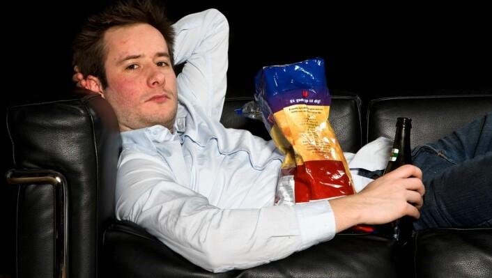 Sliter du med å komme deg ut av sofaen? Da må du rett og slett reise deg opp. (Foto: Colourbox)