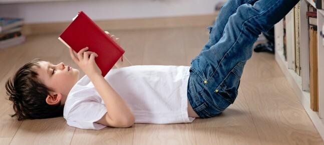 Barn født sent på året kommer dårligst ut på tester av leseferdighet