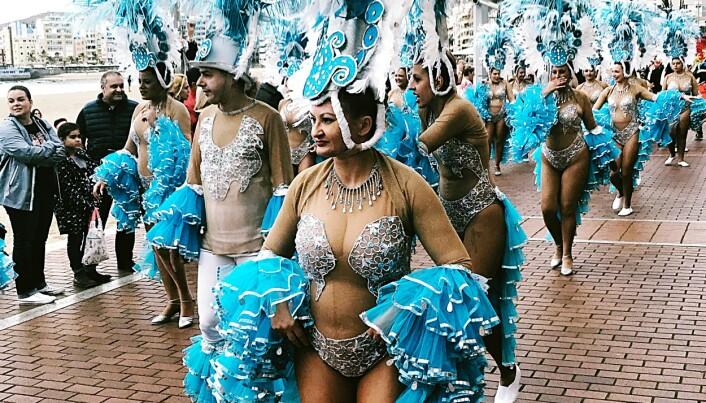 Det kjente karnevalet i Las Palmas på Gran Canaria i februar og mars hvert år er en feiring av humor og frodighet. De fleste kanariere har røtter i den opprinnelige urbefolkningen på øyene.