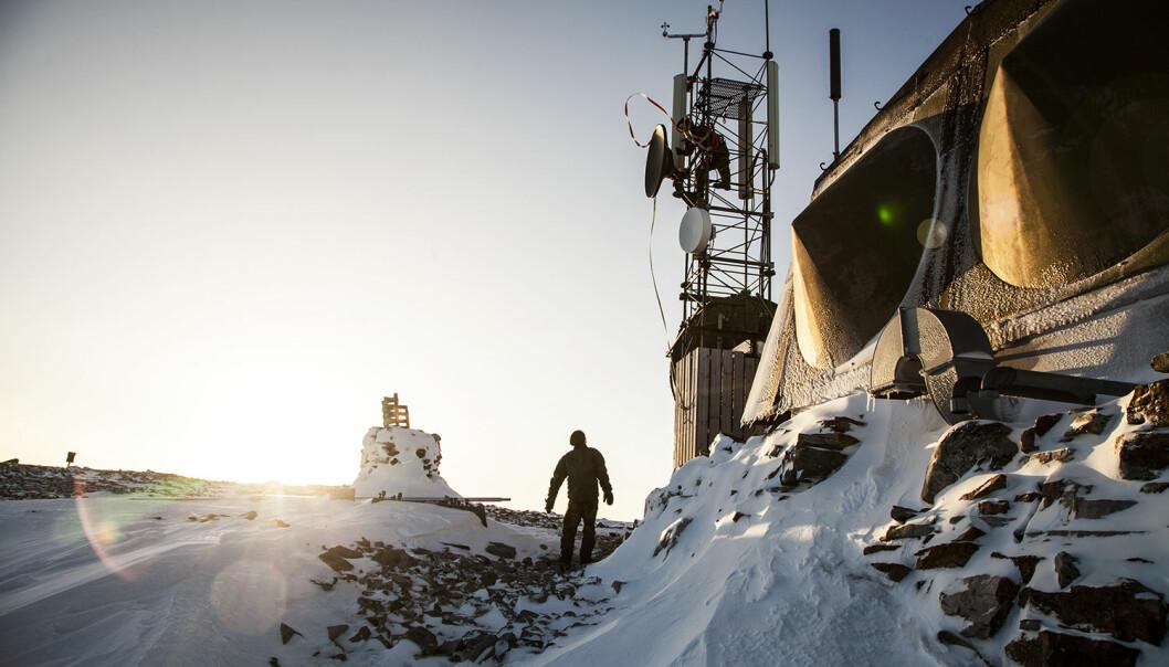 Cyberforsvarets avdeling for cybertjenester- og operasjoner (CTO) demonterer radiolinjeskudd under øvelse Joint Viking 2015 i Finnmark.