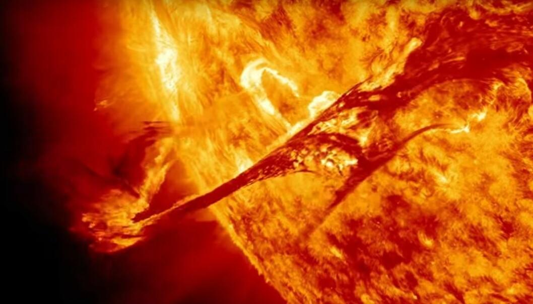 Et koronamasseutbrudd 31. august 2012 ble fanget opp av tre ulike NASA-observatorier. Disse utbruddene kalles også solstormer og kan skape problemer for elektronisk utstyr på jorda.