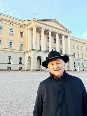 Historieprofessor Torgrim Titlestad etter at han i går var hos Kong Harald og endelig fikk overrakt Flatøybok til den norske kongen – 600 år etter at en annen norsk konge skulle ha fått den.