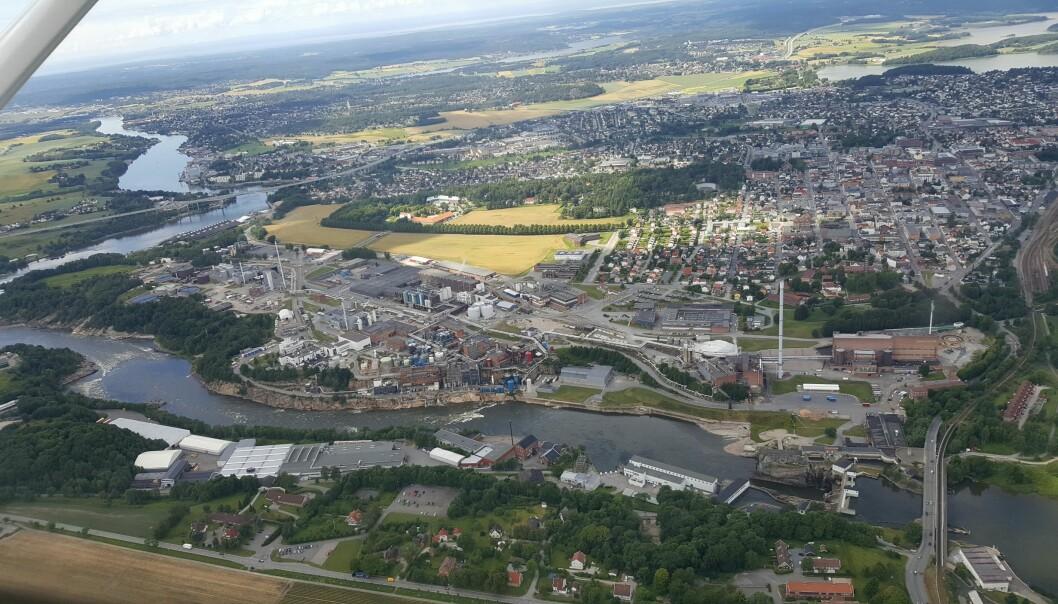 Borregaards bioraffineri i Sarpsborg er en kjede av 20 fabrikker som utvinner ulike stoffer fra tømmeret.