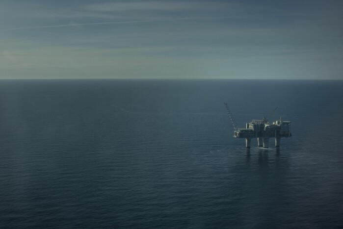 Både oljeindustrien, strømselskaper og romsenter varsles av Tromsø Geofysiske Observatorium når det er kraftig nordlys på vei. Nordlyset påvirker magnometeret i oljeboret.