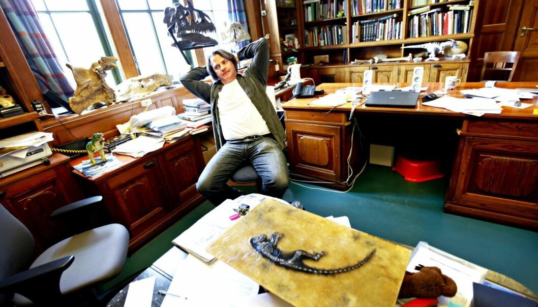 Midt i mediesirkuset i 2009: Jørn Hurum ved Naturhistorisk museum med fossilet Ida i forgrunnen. Aftenposten