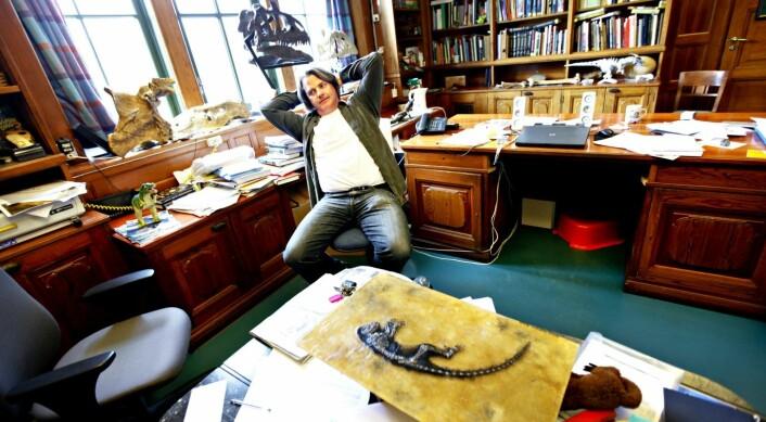 Midt i mediesirkuset i 2009: Jørn Hurum ved Naturhistorisk museum med fossilet Ida i forgrunnen. (Foto: Aftenposten)