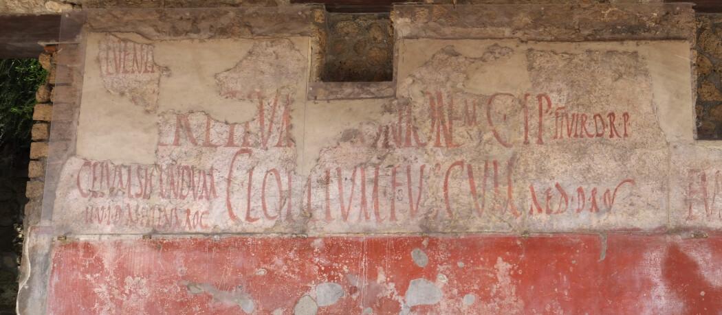 Et nedtagget hus i den romerske byen Pompeii. Etter et vulkanutbrudd ble byen begravet i aske, og gir oss et innblikk i datidens gateverden.