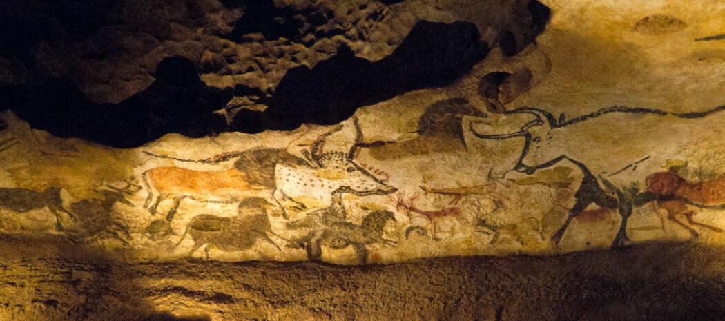 Hesten er malt over de andre dyrene. Det viser at den er viktig for kunstneren. Bison var også et vanlig tema for steinalderfolk.