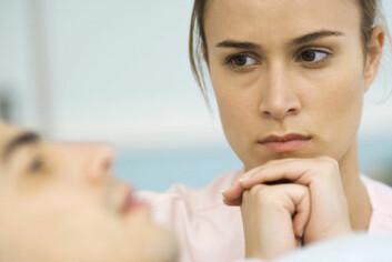 Kvinner og menn med høyere utdanning og inntekt enn partner har økt risiko for å utsettes for psykisk vold eller kontroll i forholdet, ifølge Heidi Fischer Bjellands forskning. Kvinner blir i tillegg mer utsatt for fysisk vold. (Foto: Colourbox)