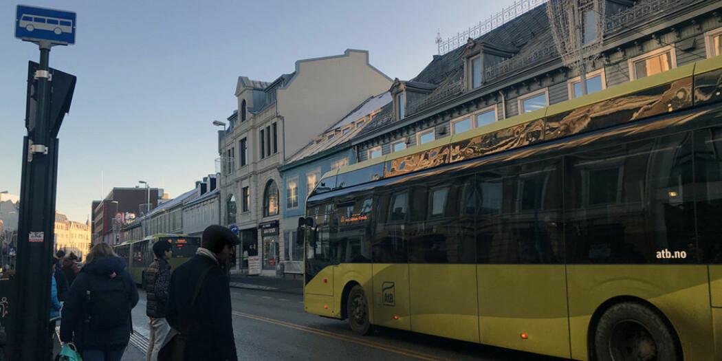 Kollektivselskapet AtB i Tronheim innførte 36 elbusser i høst. Forskere skal blant annet samle inn data og analysere data fra dette selskapet, men også fra lignende satsinger på transport i Bejing i Kina.