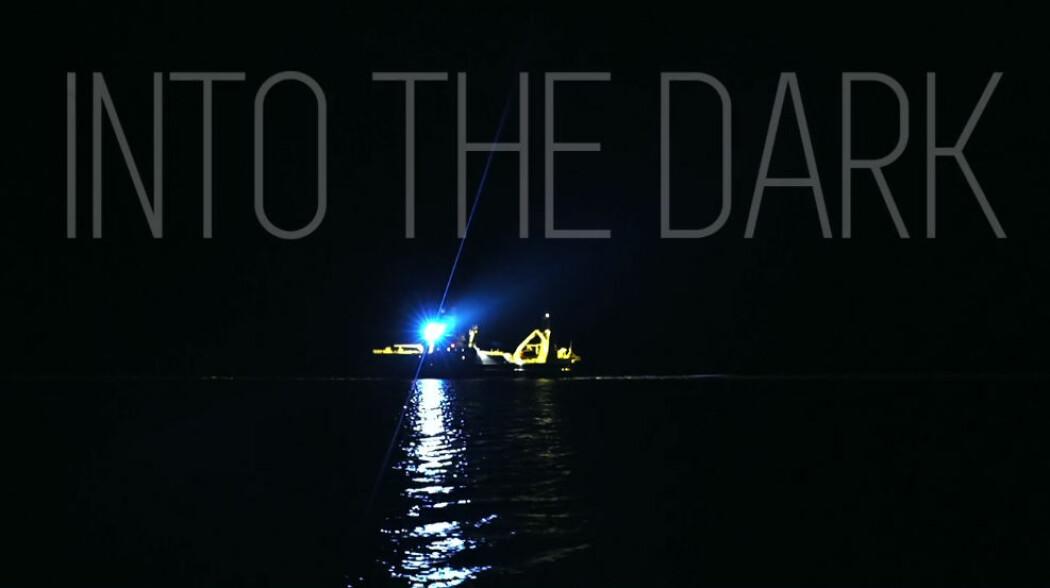 Lysene slukkes når forskerne studerer dyreplankton i Arktis.
