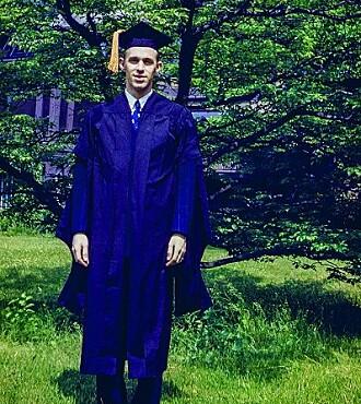 Balchen med mastergrad fra Yale.
