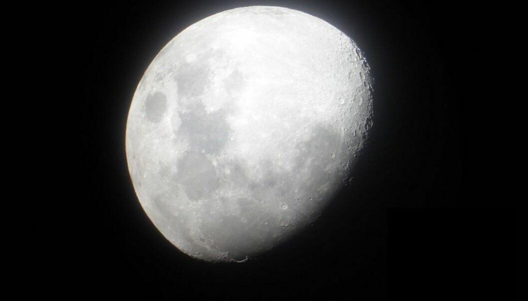 Det nye teleskopet befinner seg bak månen og skal lete etter signaler som er veldig vanskelig å oppdage fra jorden.