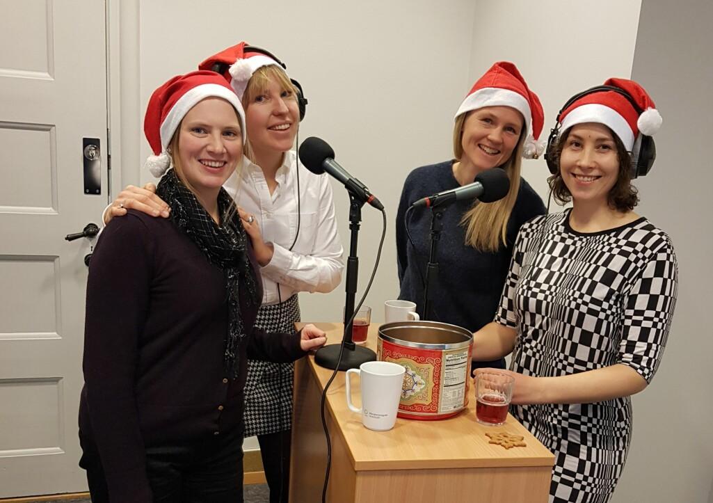 Pepperkaker, julekaffe og julebrus må til når fire meteorologer skal snakke om julevær.