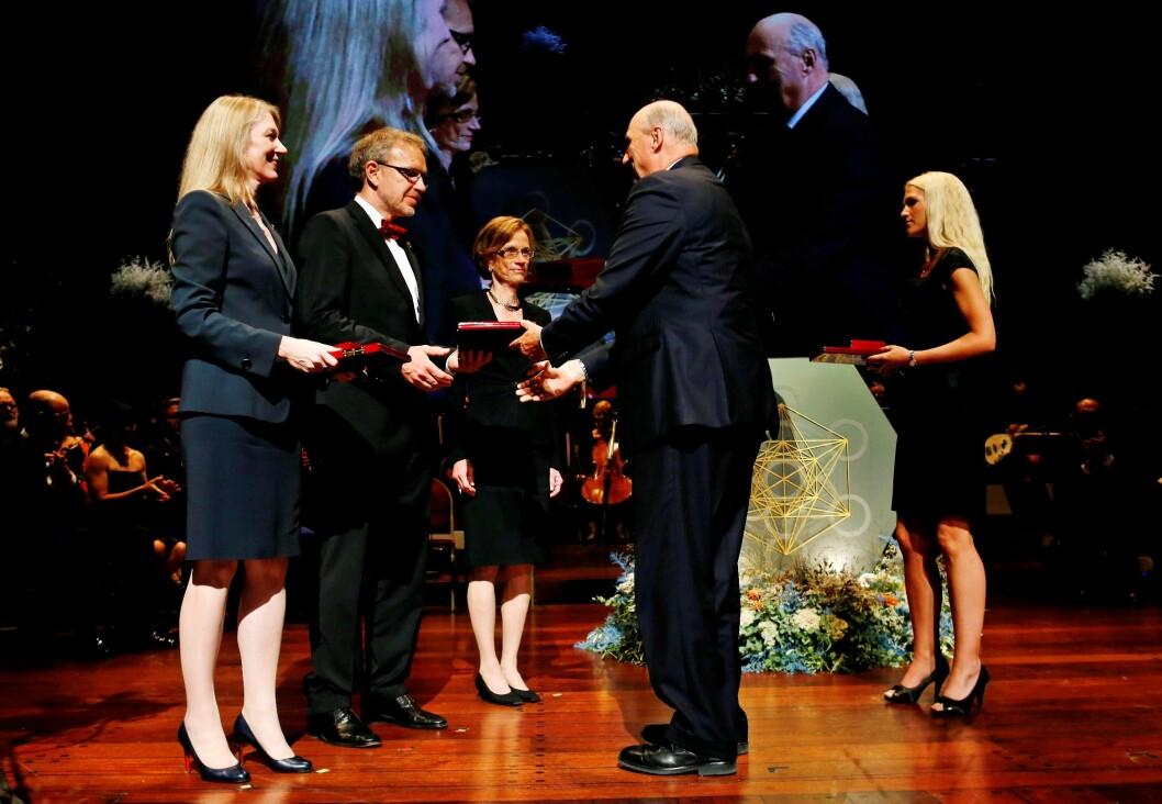 Kong Harald overrekker Kavliprisen 2012 i nevrovitenskap til Cornelia Isabella Bargmann, Winfried Denk og Ann Martin Graybiel. (Foto: Erlend Aas/Scanpix)