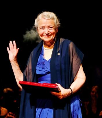 Mildred Dresselhaus mottar Kavliprisen 2012 i nanovitenskap. (Foto: Erlend Aas/Scanpix)