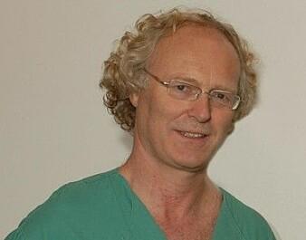 - Det forskes stadig på måter å bremse sykdomsutviklingen på, sier professor i nevrologi Espen Dietrichs ved Oslo universitetssykehus. Han er ekspert på Parkinsons.