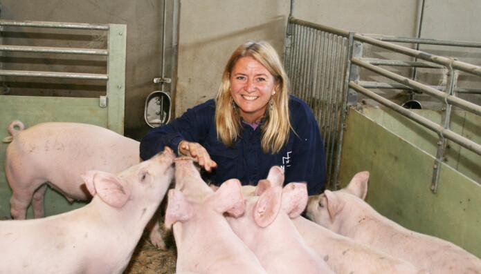 Inger Lise Andersen er professor ved NMBU og prosjektleder for «Positive emosjoner og miljøberikelse for avvente smågris». Hun deltar også i prosjektet «DigiPig». Målet er at grisene skal få det bedre i bingen.