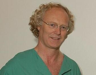 Professor i nevrologi Espen Dietrichs ved OUS skal samarbeide med farmakologisk avdeling i Tromsø for å finne ut hvorfor noen får impulskontroll-bivirkninger av Parkinsons-medisiner.
