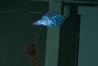 17. desember: Brennande rakett