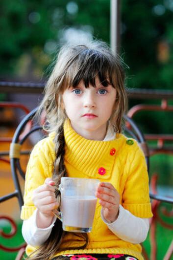 Allergi mot for eksempel melk kan skyldes proteiner som svever rundt i luften og kommer inn gjennom huden. (Foto: Colourbox)