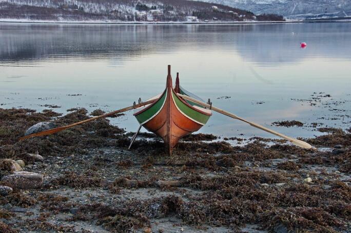 Ut fra funnet av Hersøy-åra ble det laget en kopi av åra av båtbygger Gunnar Eldjarn ved Norges arktiske universitetsmuseum. Selv om kopien av åra presterte bra under bruk, var det ingen praktisk fordel med den tynnere delen av skaftet. Den delen bidro bare til å gjøre åra vanskeligere å håndtere.