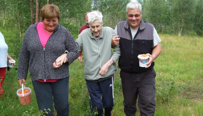 Sosial omsorg ser ut til å være en blind flekk i norsk eldreomsorg, sier forsker Helga Eggebø.