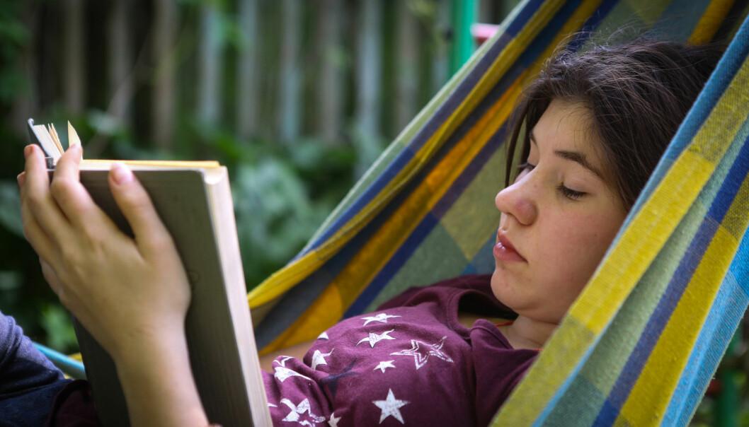 Det ser det ut som om det er en liten økning i ensomhet blant elever på ungdomsskolen i Norge, forteller forsker.